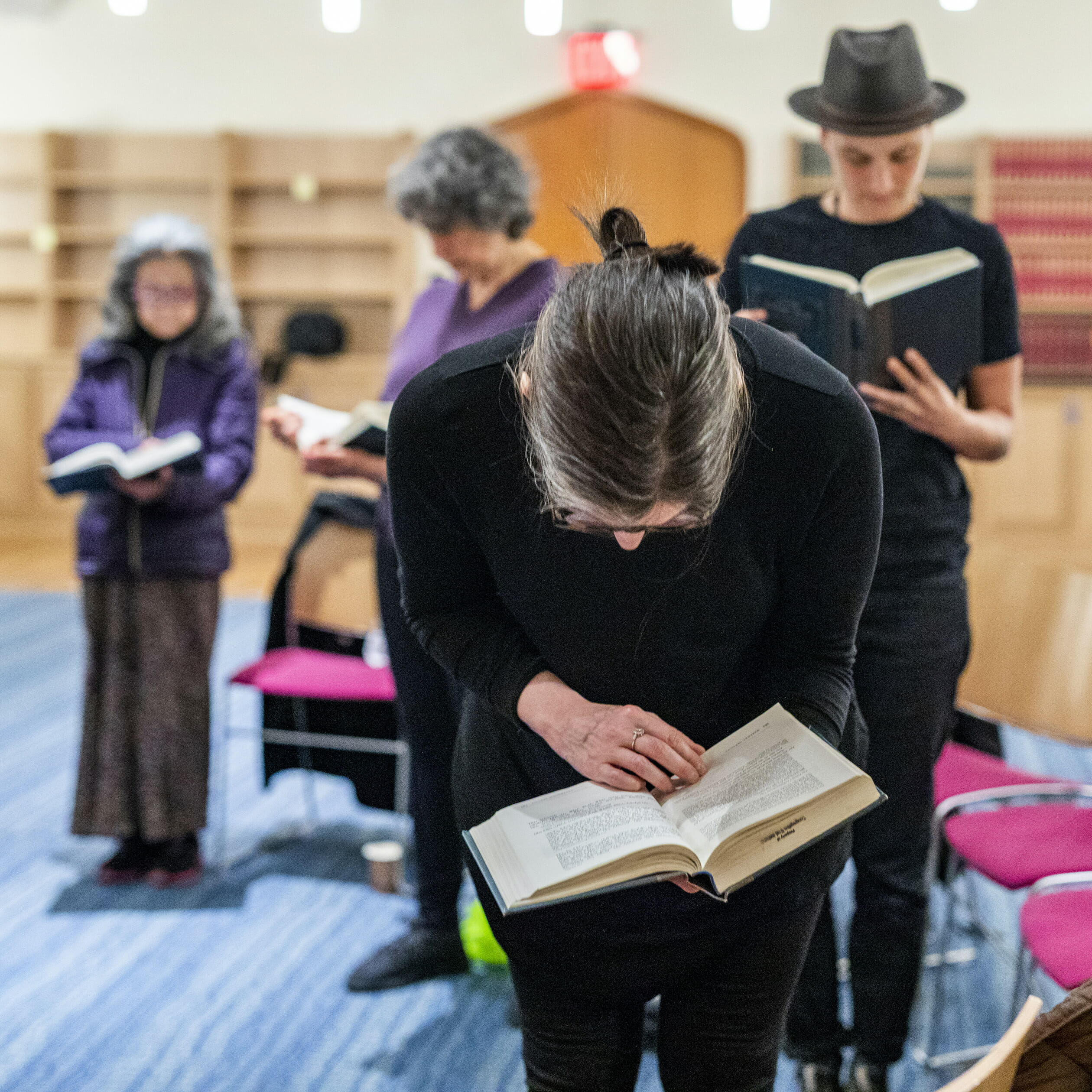 b'nai jeshurun members reading together