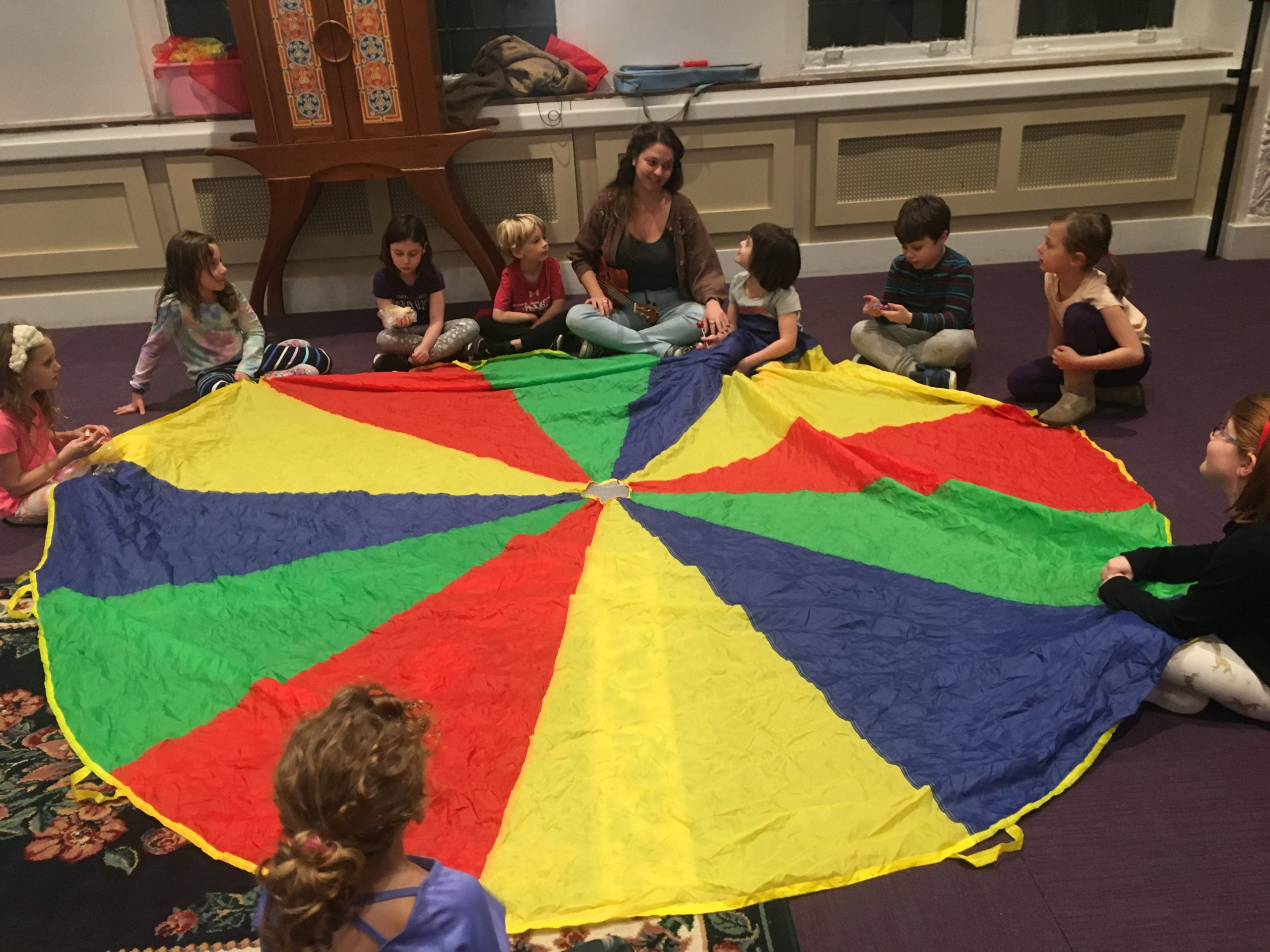 k-2nd graders playing with parachute